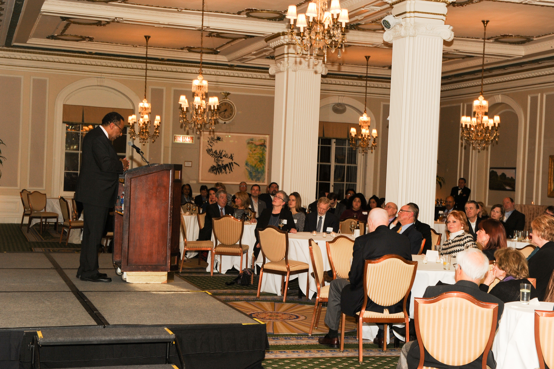 Clarence Page gives addresses attendees at the Union Club of Chicago. (Photo by Paul Berg.)​